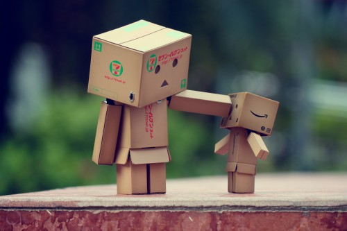 4-cute-funny-danbo-cardboard-box-art-bullying-around