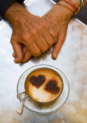 couple_hands_coffee_thumb3