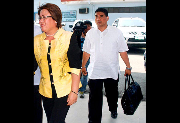 leila-de-lima-with-her-driver